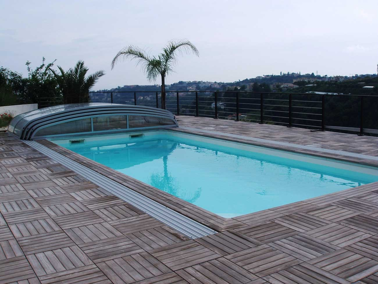 margelle piscine pierre reconstituée aspect bois