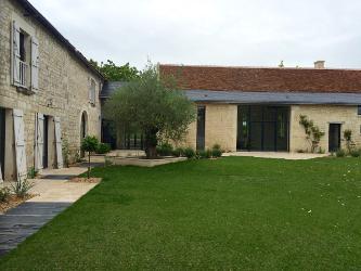 transformer une cour en jardin contemporain amenagermamaison. Black Bedroom Furniture Sets. Home Design Ideas