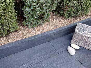 une terrasse moderne avec la lame schiste amenager ma maison. Black Bedroom Furniture Sets. Home Design Ideas