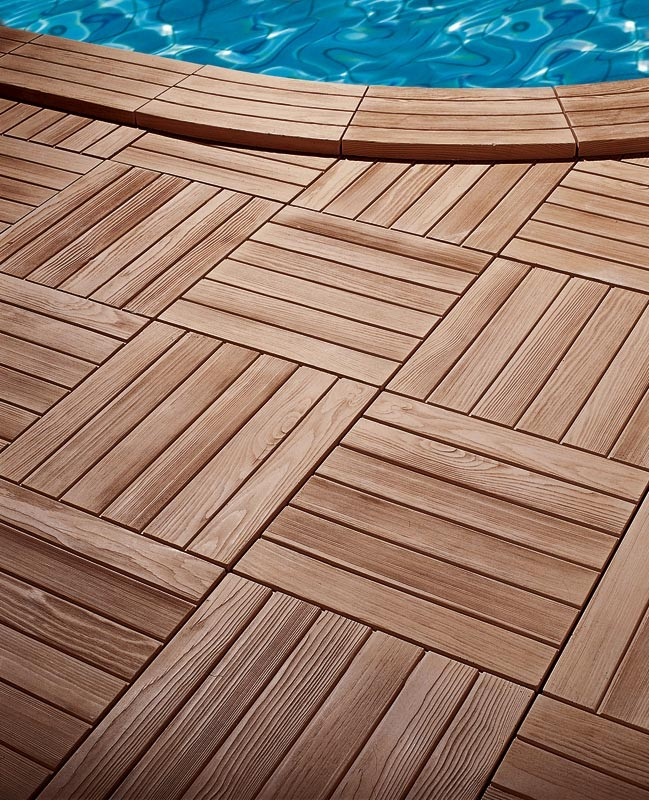 Margelle en pierre reconstitu e courbe aspect bois for Dalle piscine bois