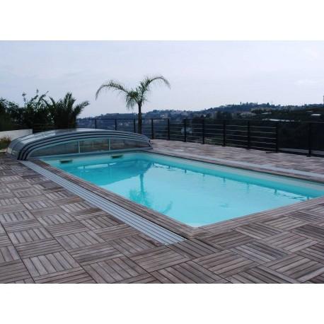 Kit margelle de piscine en pierre reconstituée avec escalier roman 6 x 12 ml bois foncé en situation