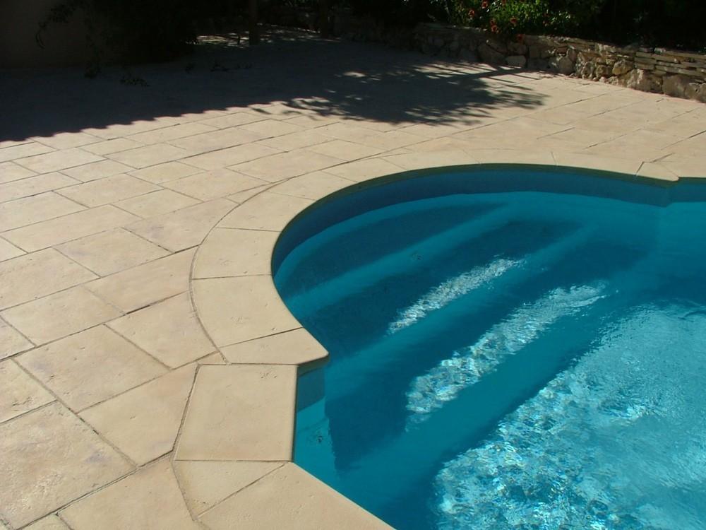 Margelle pierre reconstitu e plate courbe 2 5 cm camel nuanc - Pierre reconstituee piscine ...