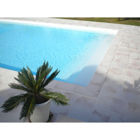 Kit margelle de piscine en pierre reconstituée plate 4 cm 4 x 8 ml blanc nuancé en situation