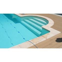 Kit margelle de piscine en pierre reconstituée plate avec escalier roman 4 cm 6 x 12 ml blanc nuancé en situation
