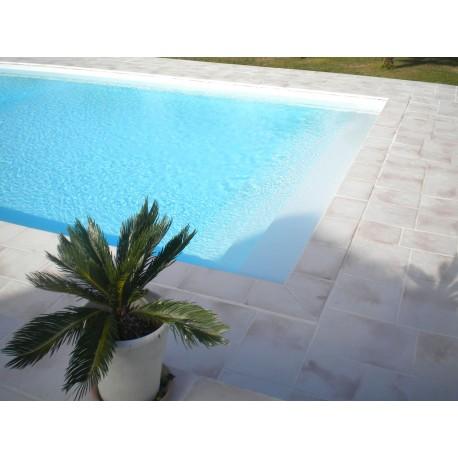 Kit margelle de piscine en pierre reconstituée plate 2,5 cm 4,5 x 8,5 ml blanc nuancé en situation