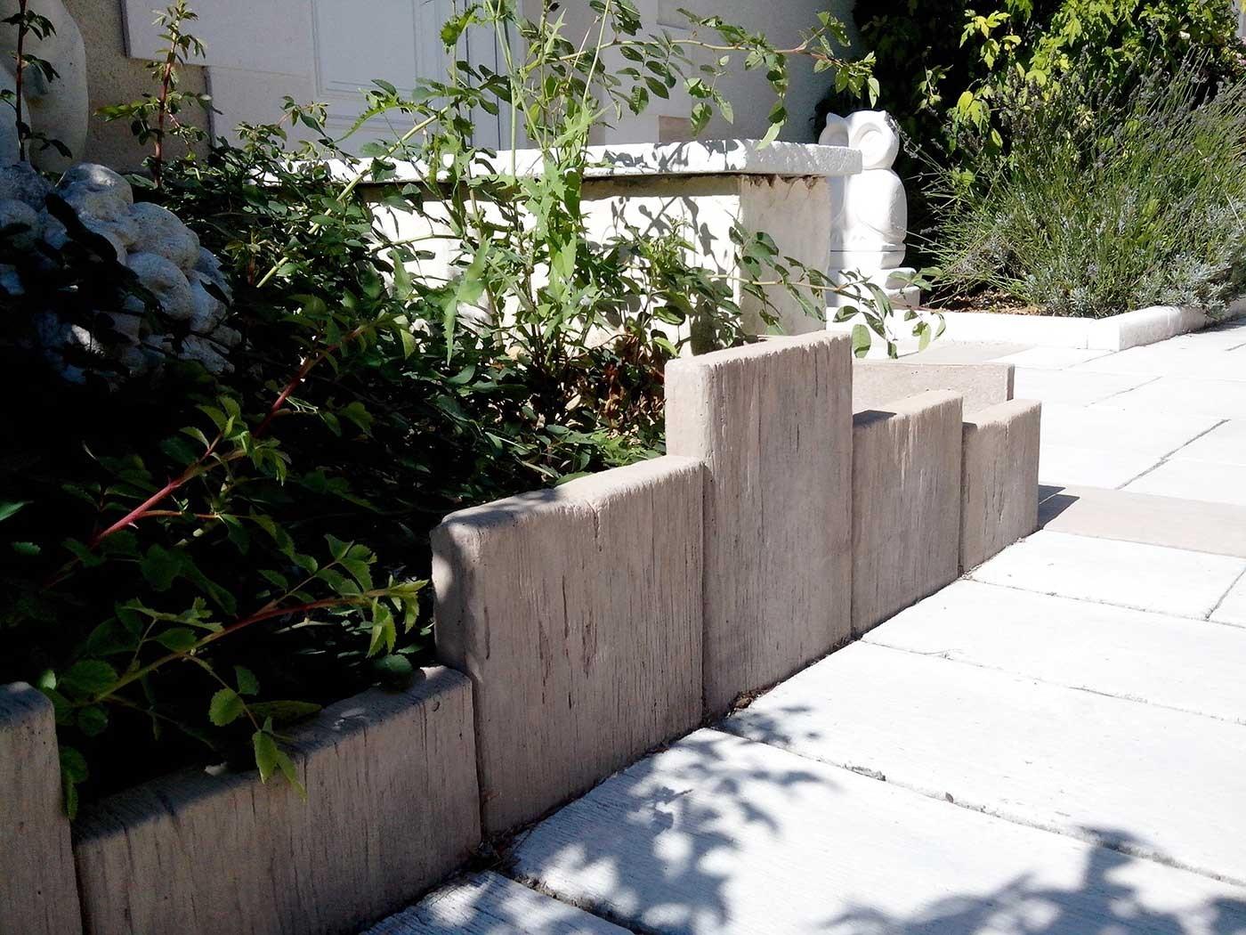 bordure de jardin en pierre reconstitu e planche apparence. Black Bedroom Furniture Sets. Home Design Ideas