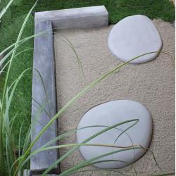 Pas japonais de jardin en pierre reconstituée galets gris clair