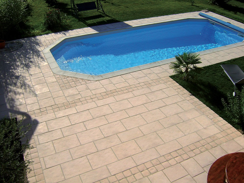 Dalle terrasse pierre multiformat 2 5cm blanc for Piscine plastique