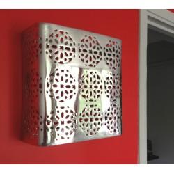 Applique murale design carrée en aluminium 30 x 30 cm