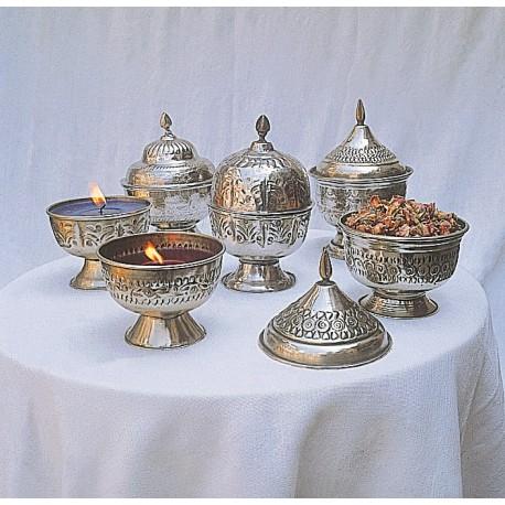 Bougeoir en métal rempli de cire parfumée