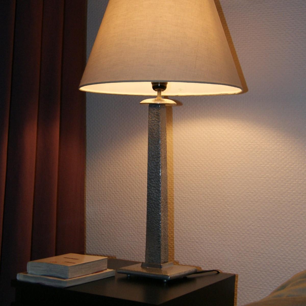 pied de lampe m tal aluminium martel. Black Bedroom Furniture Sets. Home Design Ideas