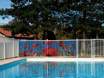 brise vue en toile une occultation parfaite pour les bords de piscine. Black Bedroom Furniture Sets. Home Design Ideas