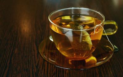 tasse de thé avec un sachet