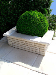 jardinière pierre reconstituée pour jardin