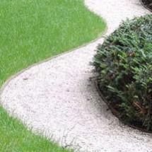 cr er une all e de jardin avec des dalles stabilisatrices de graviers. Black Bedroom Furniture Sets. Home Design Ideas