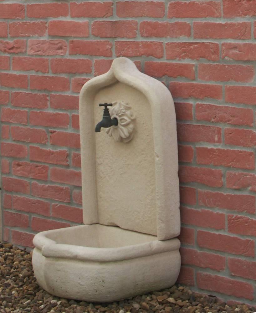 Fontaine en pierre reconstitu e l 39 atout charme de votre jardin for Fontaine de jardin en pierre ancienne
